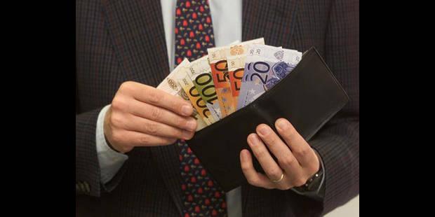 Plus de 11.600 Belges ont été saisis sur salaire en 2012 - La DH