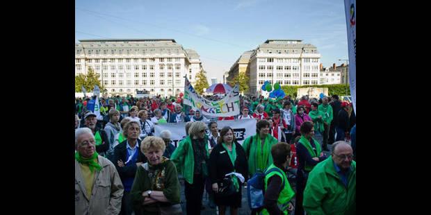 1500 Belges manifestent contre l'austérité - La DH