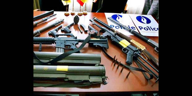 Schaerbeek : pistolet mitrailleur, 1 kg de cocaïne et 2 véhicules saisis - La DH