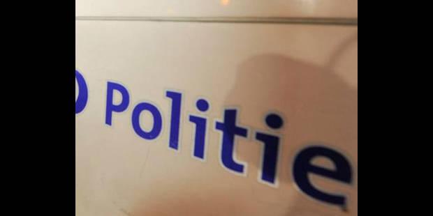 La police descend dans un café à Molenbeek où 3 suspects vendaient de la drogue - La DH