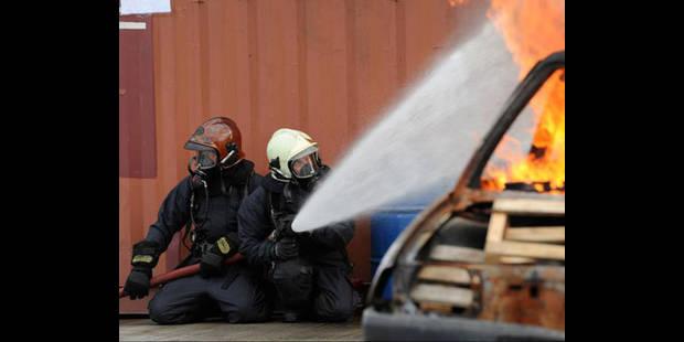 Incendie d'un entrepôt à Seneffe, 8 camions détruits - La DH