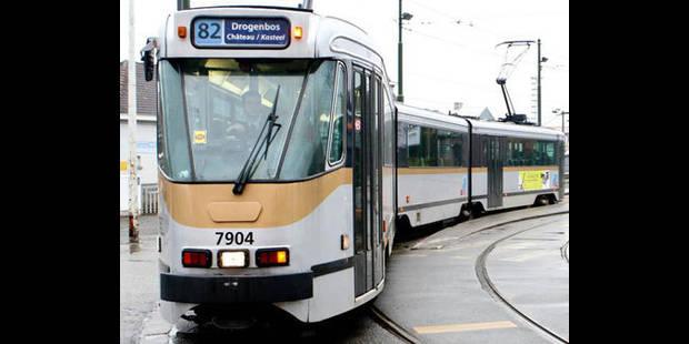 Ecrasée par un camion en attendant le tram - La DH