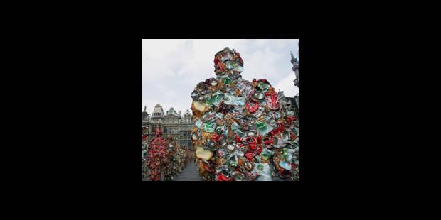Des «déchets» envahissent la Grand Place - La DH