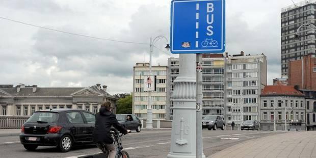 Des vélos sur le site des bus - La DH