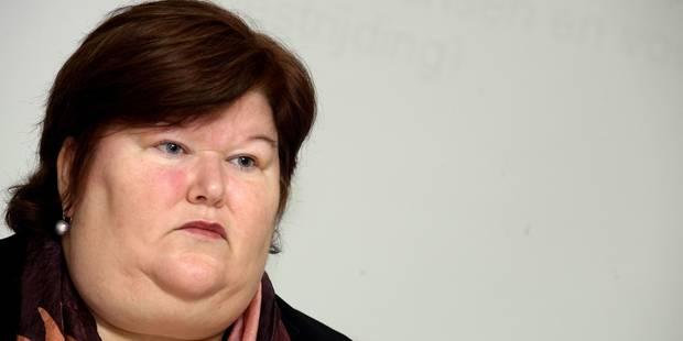 Maggie De Block rassure les familles afghanes menacées d'expulsion - La DH