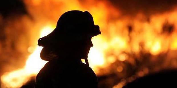 Les pompiers de Bruxelles interviennent en face de leur caserne - La DH