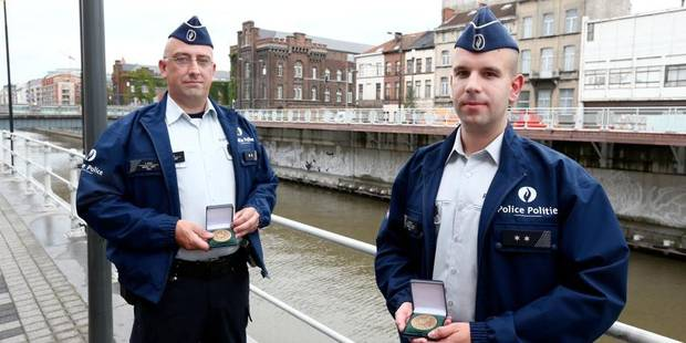 Une médaille pour les policiers héros - La DH