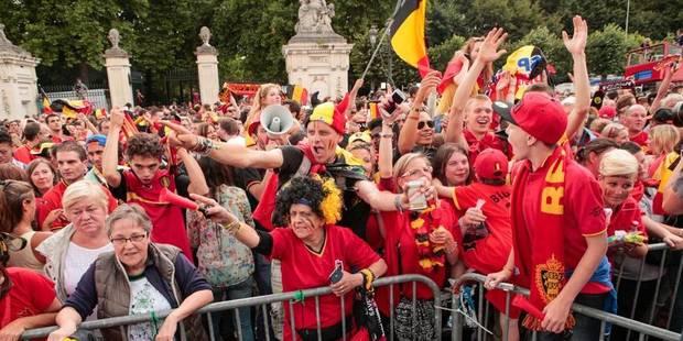 Environ 5.000 supporters ont salué les Diables à la place des Palais - La DH