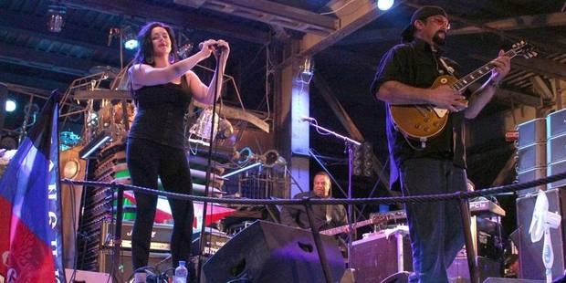 Steven Seagal donne un concert sous le drapeau des prorusses en Crimée - La DH