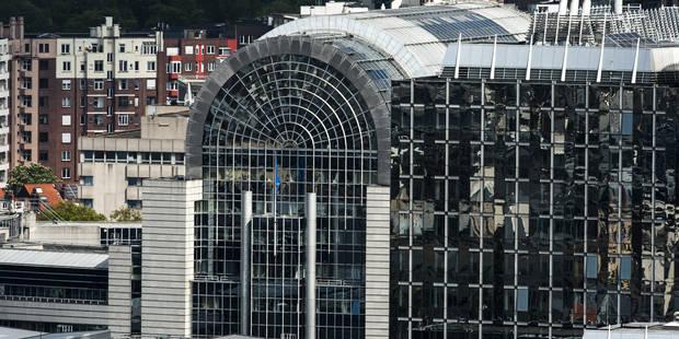 Bruxelles: six membres du groupe d'extrême droite Nation tabassent un SDF place du Luxembourg (VIDEO) - La DH