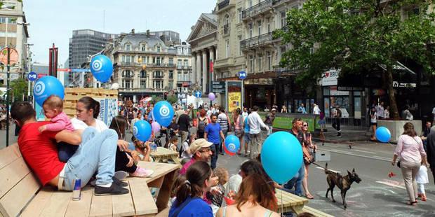 Les Bruxellois déjà sous le charme du piétonnier (PHOTOS) - La DH