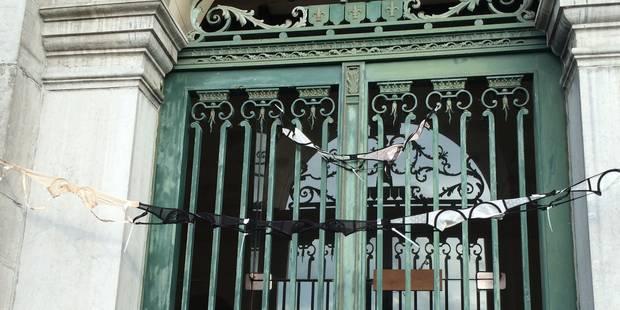 L'hôtel de Ville de Tournai couvert de... soutiens-gorge! - La DH