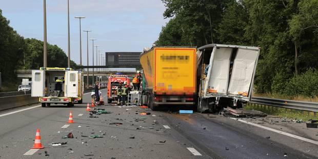 Circulation difficile à Fleurus sur l'E42 après un accident entre trois camions - La DH