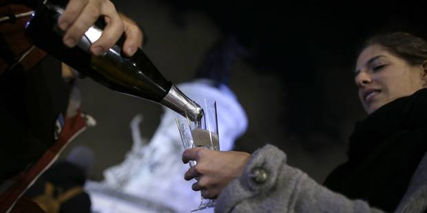 Paris défie la peur une bière à la main - La DH