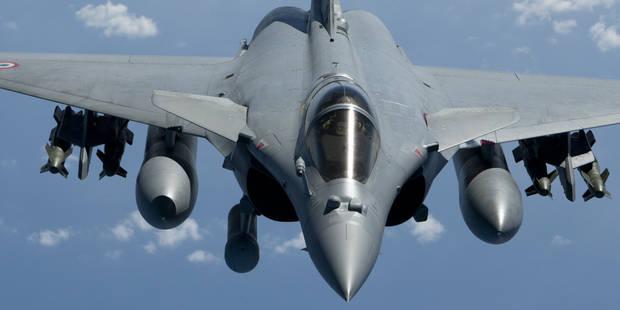 Un avion belge intercepté au dessus de Paris par un Rafale - La DH