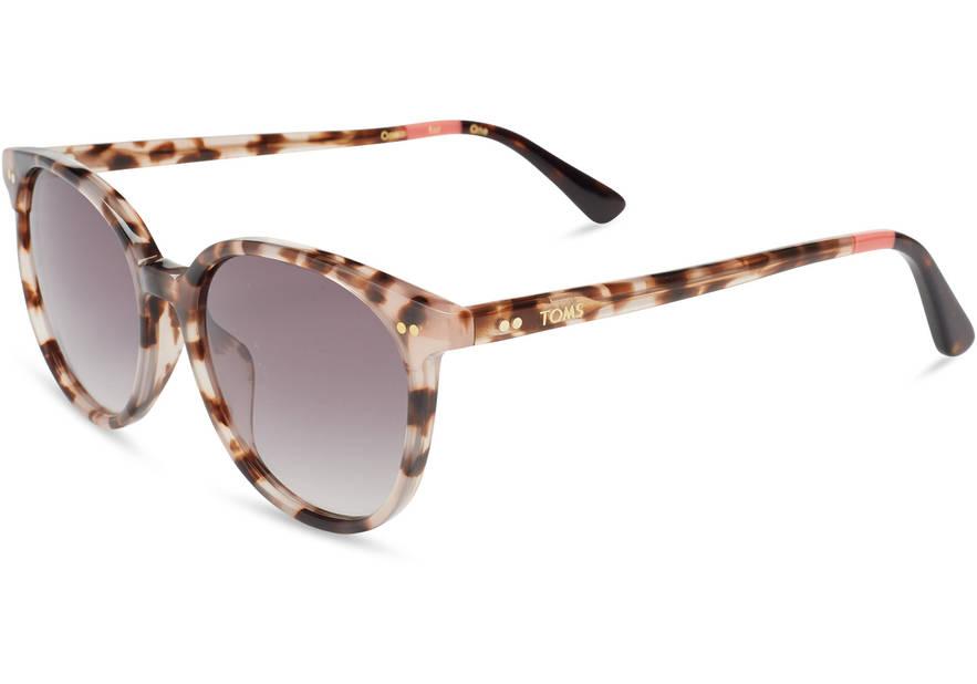 Lunettes TOMS. La philosophie de cette marque californienne? «Buy one give one». Les achats de lunettes TOMS permettent à une personne dans le besoin de bénéficier d'un examen ophtalmologique complet par un professionnel de la santé qualifié, 119€. http://www.toms.fr/