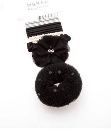 Veritas 10 €. Le set complet pour cheveux:  4 petites pinces argentées, 5 élastiques pailletés argentés, 5 élastiques noirs unis et 2 élastiques à perles, 1 beignet à chignon, 1 élastique garni de tissu noir et un autre très festif garni de fleurs en tulle.