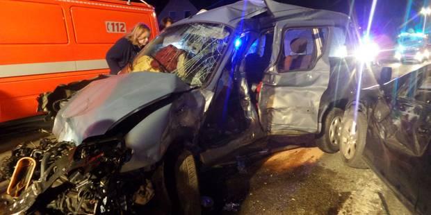 Spectaculaire accident à Wanfercée-Baulet: il percute 4 voitures en stationnement (PHOTOS) - La DH