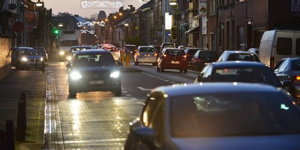 20 % des véhicules roulent avec des feux défectueux - La DH