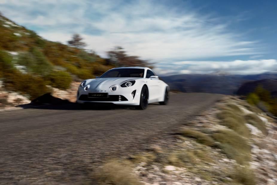 Alpine  Le petit constructeur français revit grâce à la Vision qui sera bien à Bruxelles. Son look rappelle la mythique Berlinette A110 qui signa de nombreux exploits en rallye. Très attendu, le petit bolide à moteur central arrière (qui délivre près de 300 ch) a même l'ambition d'aller chatouiller le grand Porsche et sa prestigieuse Cayman, c'est tout dire...