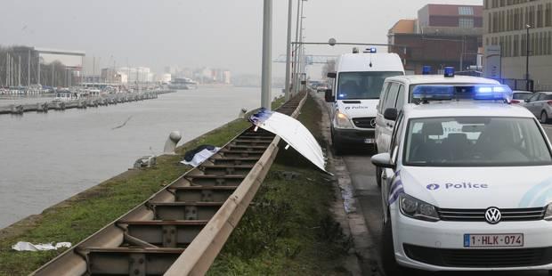 Les pompiers repêchent le corps d'une femme de 65 ans dans le canal à Bruxelles (PHOTOS) - La DH
