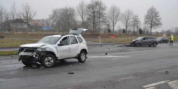 Froyennes: une impressionnante collision fait deux blessés (VIDEO) - La DH