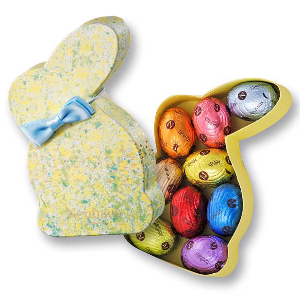 Chez  Neuhaus, la tradition a du bon avec cette jolie boîte lapin en carton contenant notamment la nouveauté délicieuse pour Pâques : l'oeuf caramel et praliné amande.      9 petits oeufs, 11€