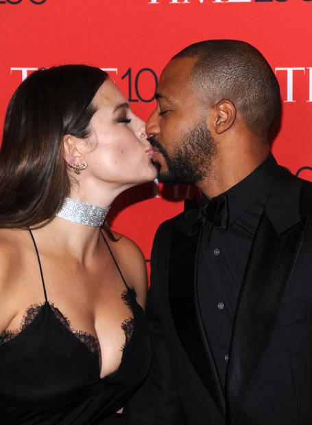 L'autre couple hyper glam du tapis rouge : Ashley Graham et son mari Justin Ervin