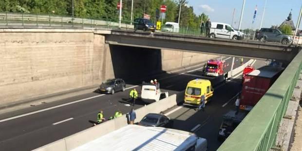 Terrible accident à Visé: une camionnette tombe d'un pont sur l'autoroute! - La DH