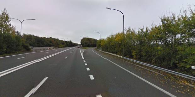 Nivelles: un camion perd son chargement sur la E19 - La DH
