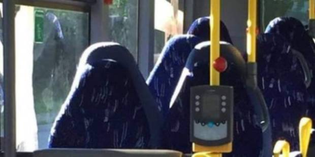 Des nationalistes norvégiens moqués pour avoir confondu des sièges de bus et des burqas - La DH