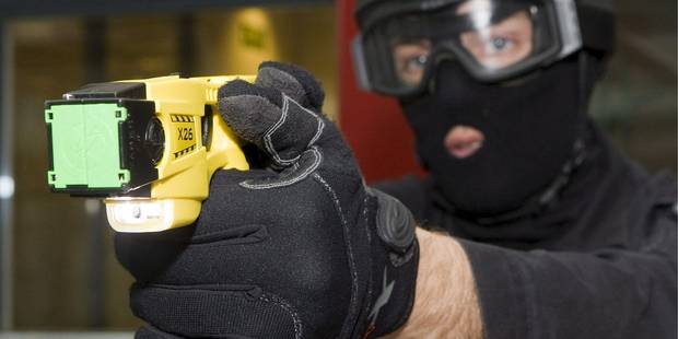 Liège achètera bien des tasers pour sa police - La DH