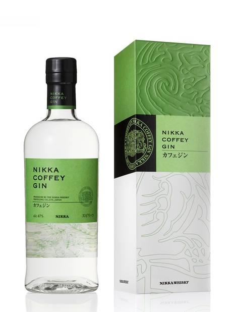 Le gin est partout cette année, même sous le sapin ! Nikka, le maître japonais du whisky, s'est récemment attaqué à l'alcool à base de genièvre. Avec un certain succès. L'utilisation d'agrumes asiatiques (yuzu, kabosu, amanatsu, shikuwasa) fait mouche.    Nikka Coffey Gin Of 47%. La Maison du Whisky. 49 euros.