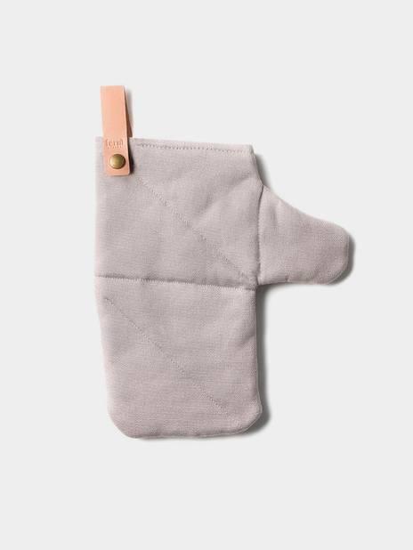 Gant avec sangle détachable en cuir,               Ferm Living, 16 €