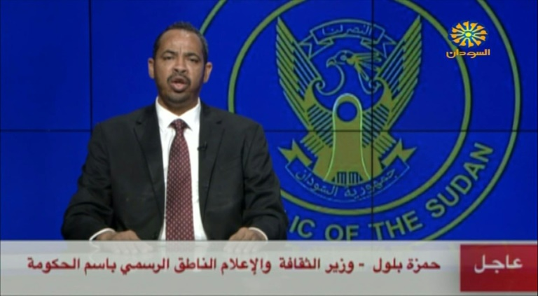 Capture d'écran de la télévision soudanaise montrant le ministre de l'Information Hamza Baloul intervenant le 21 septembre 2021 à propos d'une tentative de coup d'Etat
