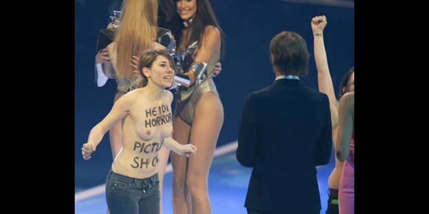 Deux Femen perturbent un show t�l� pr�sent� par Heidi Klum