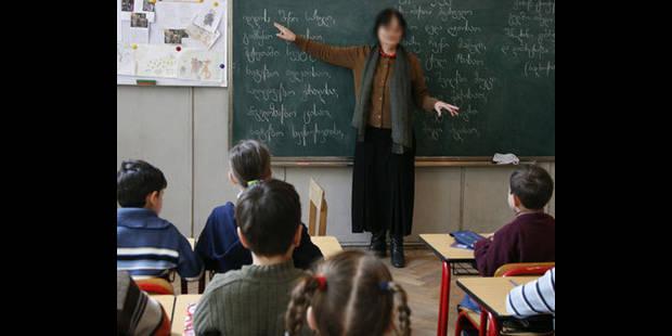 Une prof lesbienne couche avec une élève de 14 ans - La DH