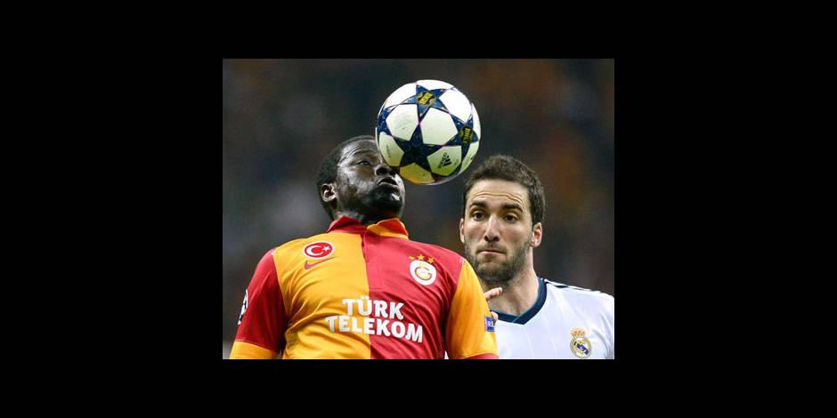 Quand Eboué s'attaque aux implants capillaires de Sneijder