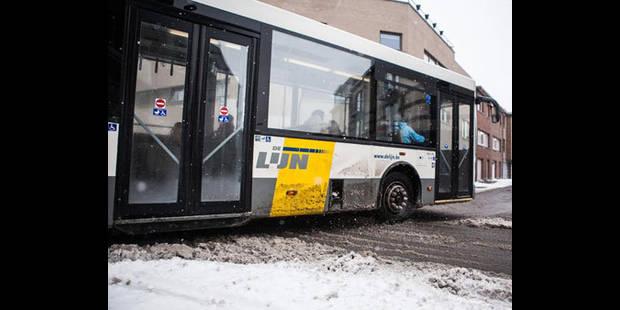 Neige: un bus scolaire circule à 100km/h - La DH
