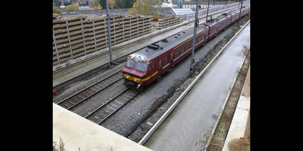 Une personne décède après avoir été heurtée par un train à Havré - La DH