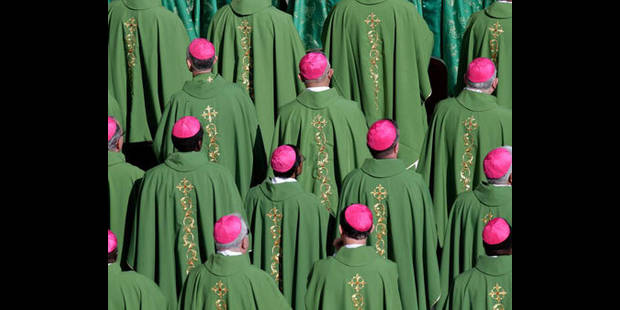 Les cardinaux qui ont couvert des actes pédophiles doivent participer au conclave - La DH