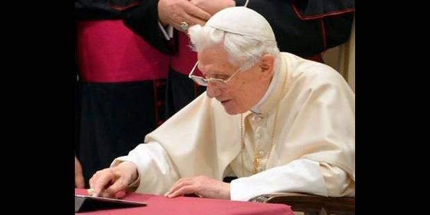 Le pape confesse son amour des cr�ches sur Twitter