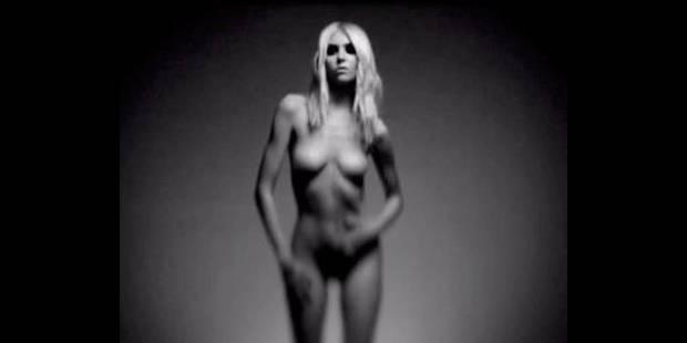 Taylor Momsen se dénude