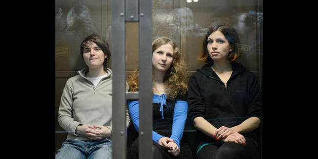 Une des Pussy Riot relâchée, peine maintenue pour les deux autres - La DH