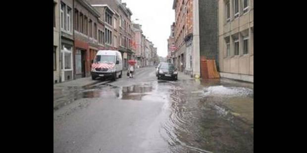 Grosse fuite d'eau, rue St-Léonard - La DH