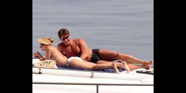 Scarlett Johansson, une  protection très rapprochée...
