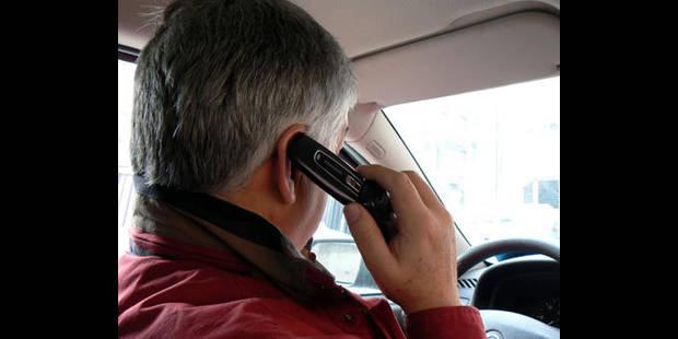 Quatre cents amendes par jour pour usage du gsm au volant - La DH
