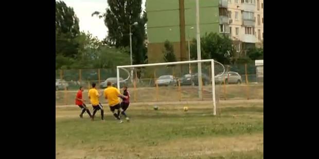 """Des étudiants ukrainiens inventent le """"footdoubleball"""", avec deux ballons"""