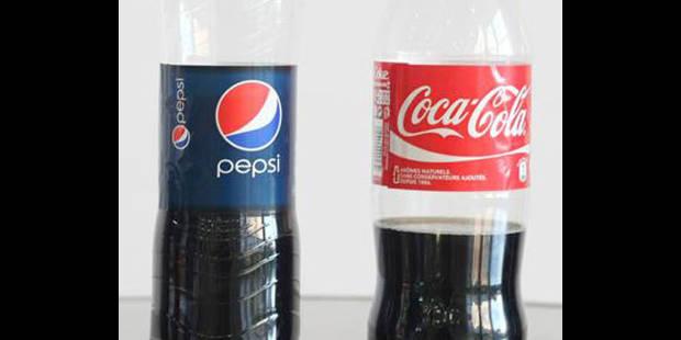 Coca-Cola porte plainte contre Pepsi pour une bouteille courbée - La DH