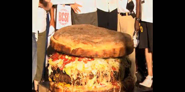Le plus gros hamburger du monde : 352 kilos !